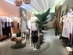服装批发市场的新服装人:有业务有生活,照赚100万