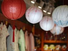 假如你想经营一家尾货女装店,那样门店应该如何装修呢?