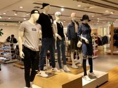 尾货女装店导购应该怎么样迅速给顾客拿到他需要的衣服?